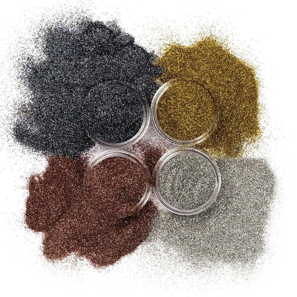 Holographic glittersettiin kuuluu neljä eri väristä kosmetiikka glitteriä.