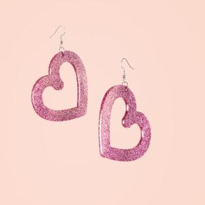 Heartbreaker korvakorut vaalenapunaisella glitterillä.