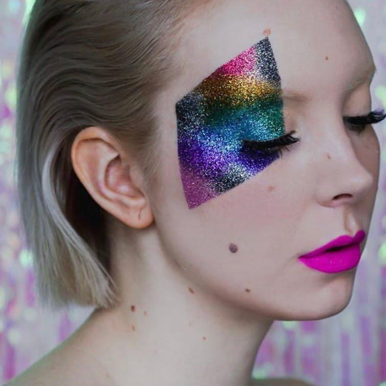Glitterkuvio on tehty teipin avulla.