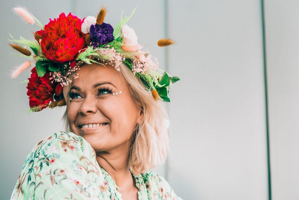 The owner of cosmetic glitter Glitternisti Tiina Hakala.