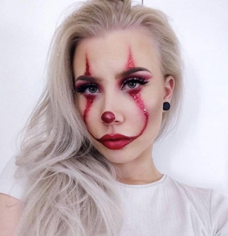 Halloween meikki jossa on glitterverta.
