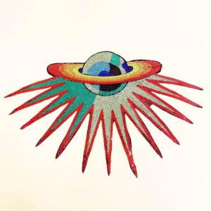 Space silitettävä kangasmerkki on koristeltu paljeteilla.